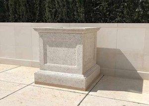 Monumental stone planter